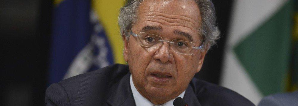 Jogo de falácias de Guedes no depoimento no Senado