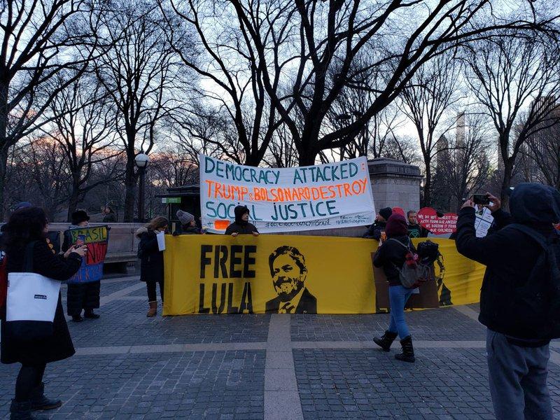 Nova York teve manifestações contra Bolsonaro e por Lula livre