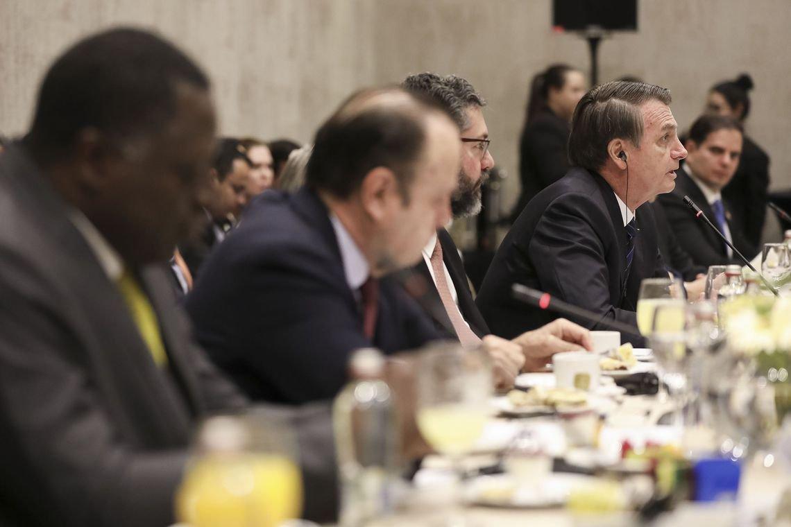 Bolsonaro atribui atritos à 'velha política' e diz que responsabilidade da reforma está com o Congresso