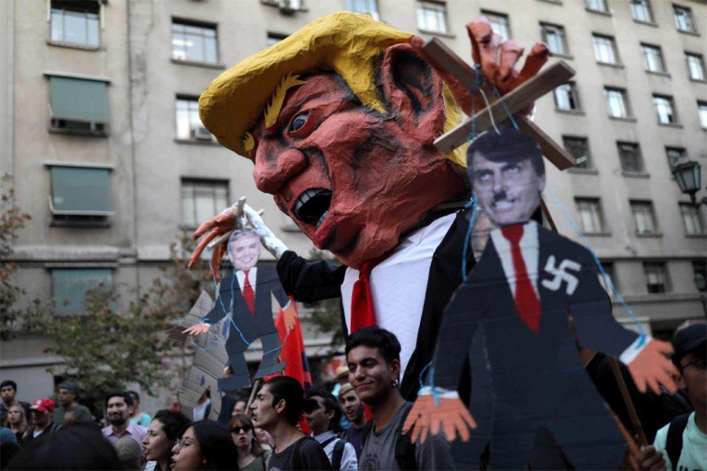 Polícia chilena reprime protesto contra visita de Bolsonaro
