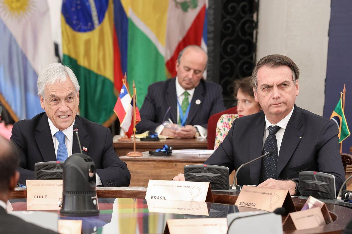 Chilenos recebem Bolsonaro com protestos