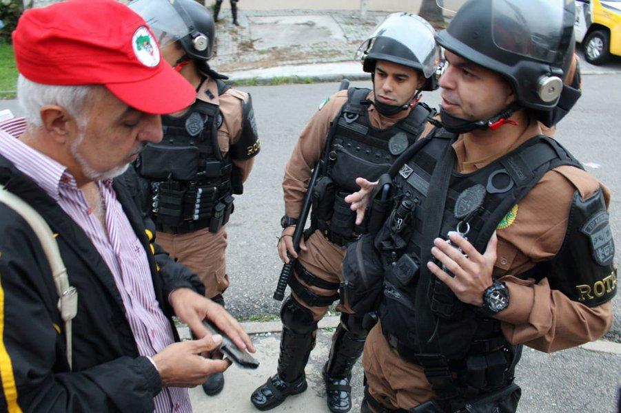 PM ameaça prender coordenação da Vigília Lula Livre e proíbe manifestações