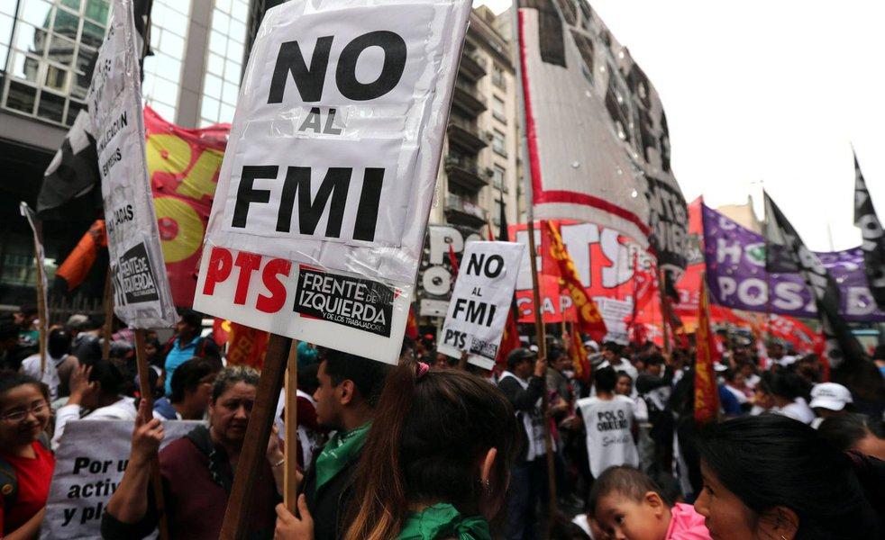 Com neoliberal Macri, Argentina afunda em recessão e PIB cai