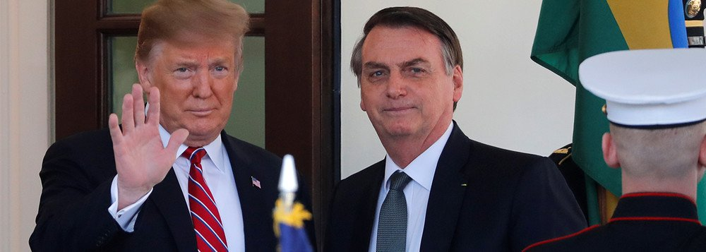 Bolsonaro de joelhos diante de Trump, um capítulo indigno da história do Brasil