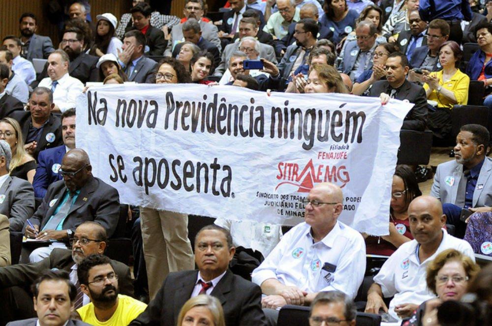 Parlamentares e movimentos lançam Frente em defesa da Previdência