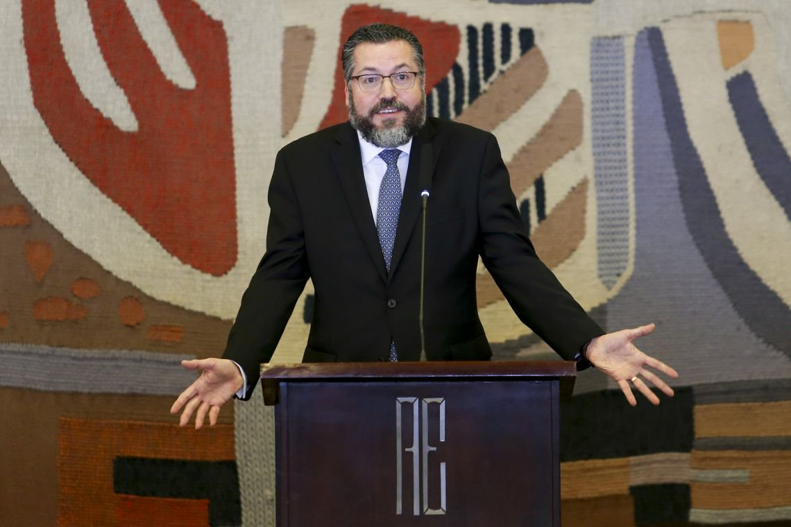 Araújo encampa ideologia dos EUA e fala em grupos terroristas na América do Sul