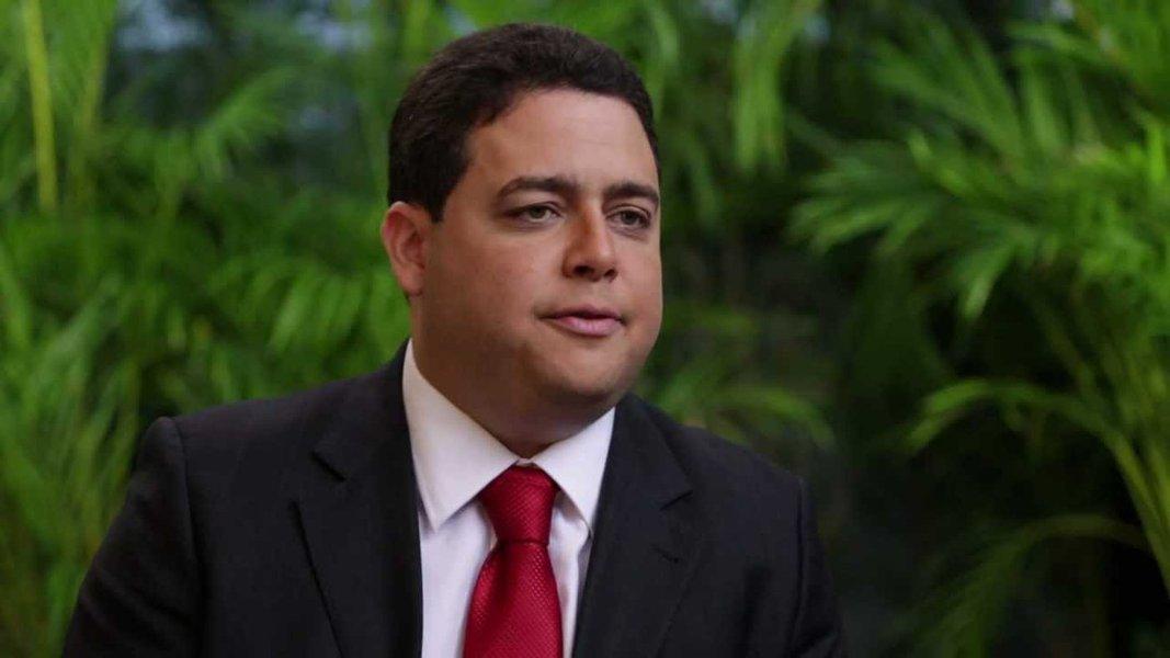 Brasil tem 'milícia virtual' nas redes sociais, diz presidente da OAB