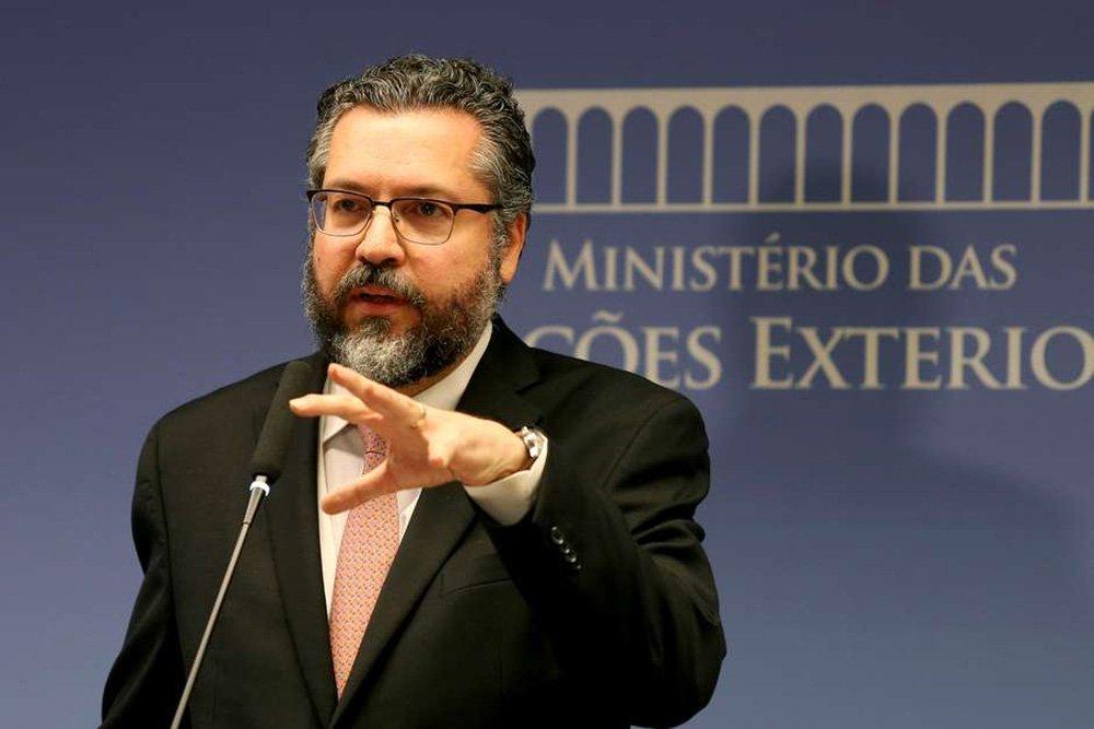 Ernesto Araújo teve chilique ao se ver fora da reunião Bolsonaro-Trump