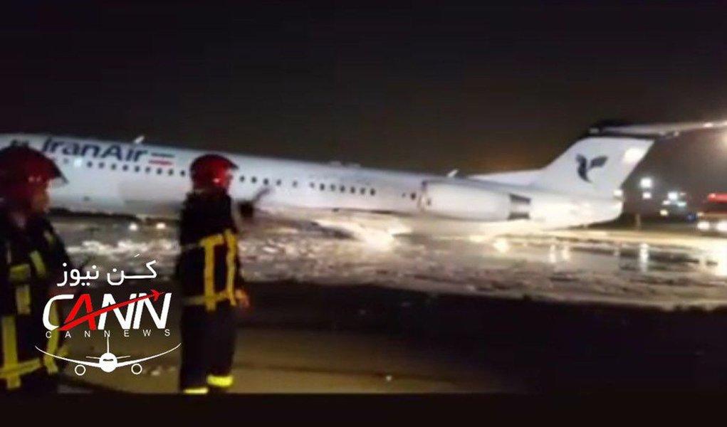 Avião com 100 passageiros pega fogo em Teerã