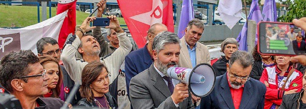 Corregedor diz que vai investigar juízes que participaram de ato em apoio a Lula