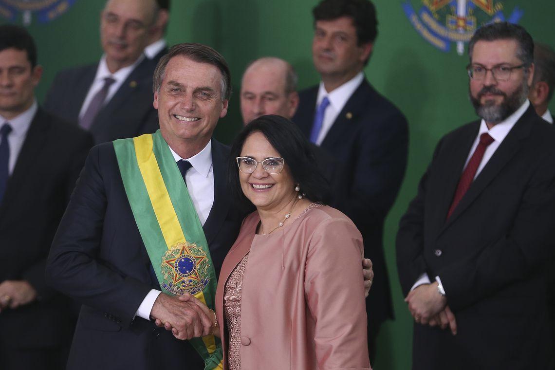 Bolsonaro diz que ouve qualquer ministro, 'até a Damares'