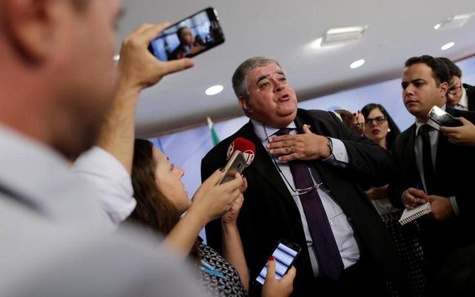 Temer está 'extremamente indignado' com prisão, diz Marun