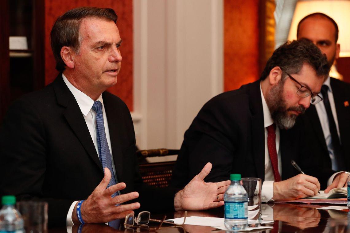 'Temos que resolver a questão da nossa Venezuela', diz Bolsonaro nos EUA