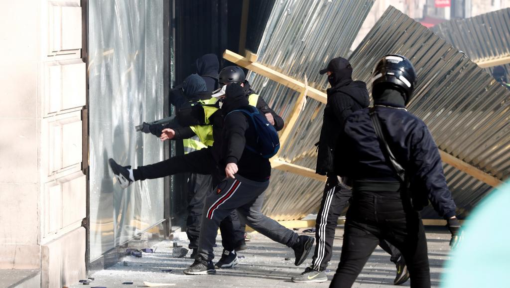 Extrema direita era minoria em protesto marcado por violência em Paris