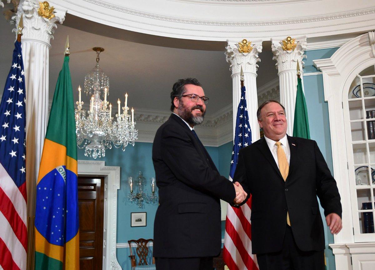 Diplomacia em transe