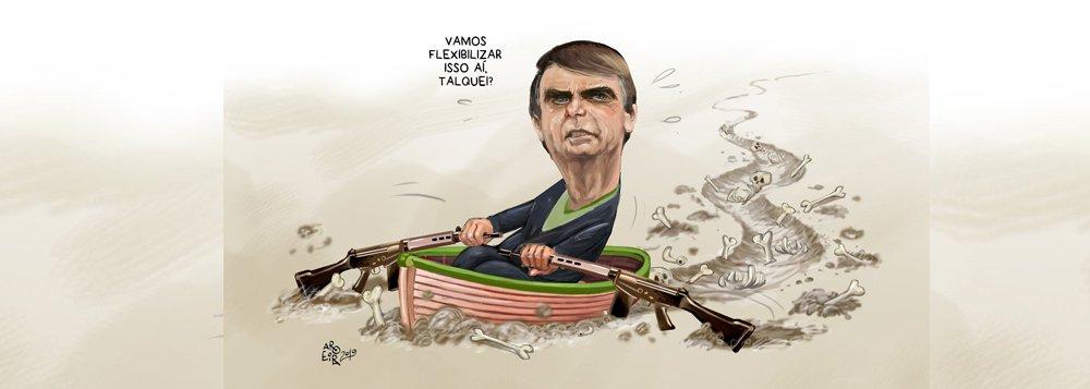 Aroeira: remando com fuzis, Bolsonaro quer flexibilizar armas