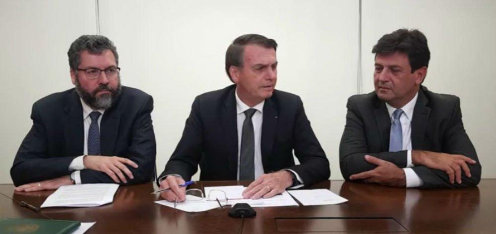 Em live, Bolsonaro diz que avançam os acordos com EUA e confirma entrega da base de Alcântara