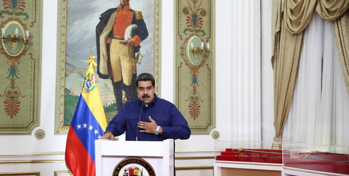 Maduro pede renúncia do Ministério para 'blindar o governo'