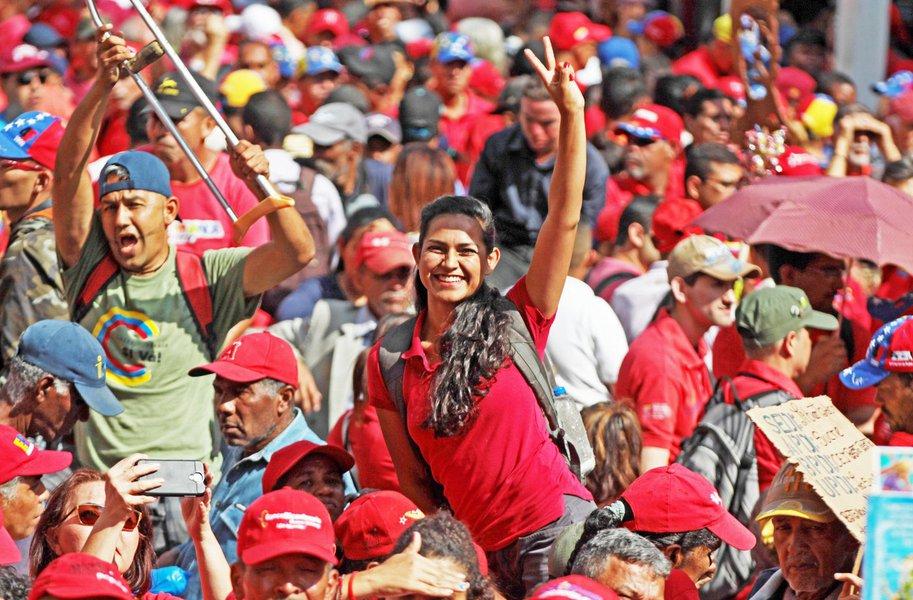 Povo saiu às ruas em Caracas em repúdio à sabotagem ao sistema elétrico