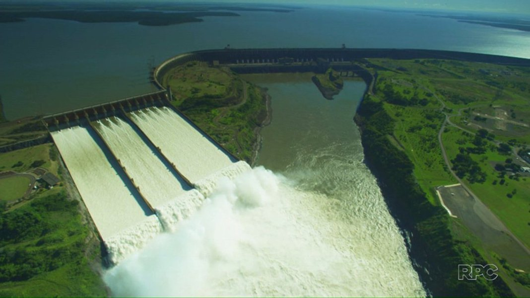 'Estamos vendo um recuo de 50 anos em 5', diz ex-diretor da Itaipu sobre hidrelétrica