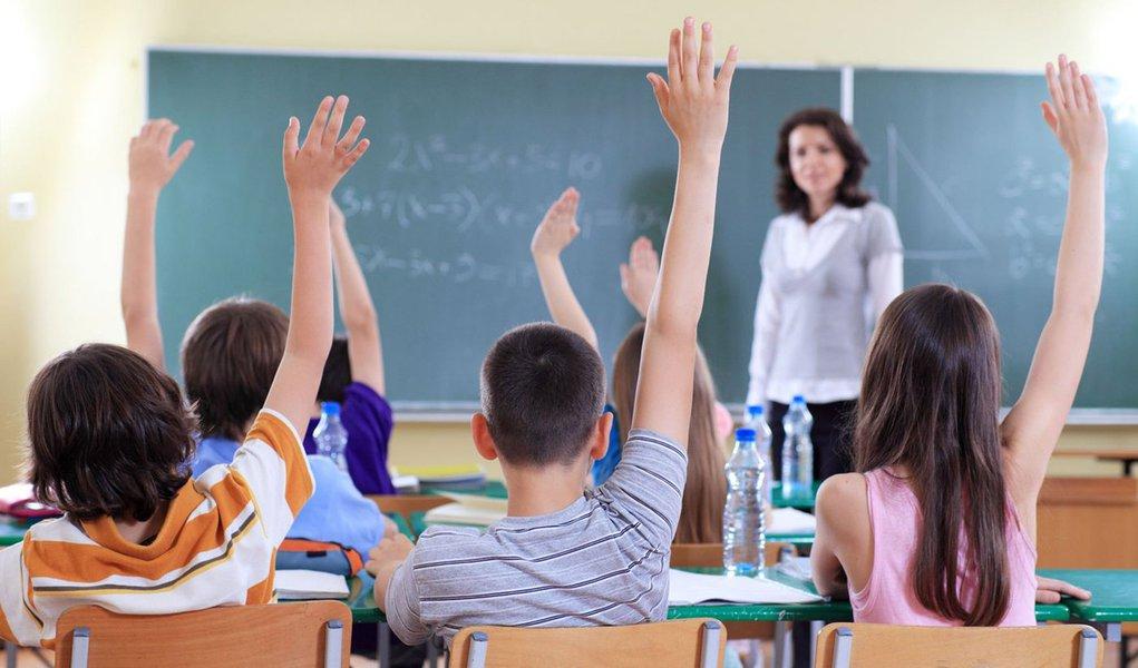 Piso nacional dos professores sobe para R$ 1.451