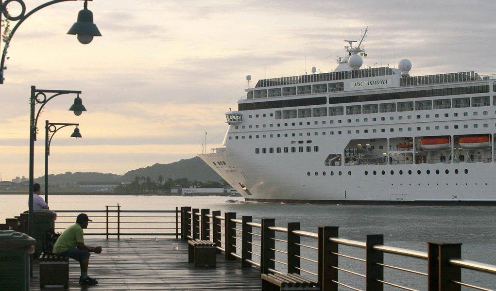 Anvisa faz inspeção no navio MSC Armonia