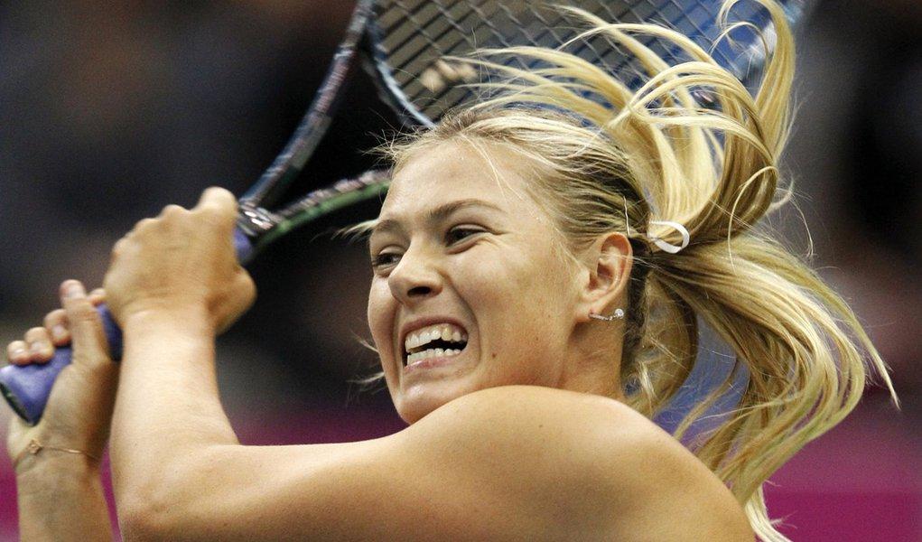 Com show de Sharapova, Rússia atropela Espanha no tênis