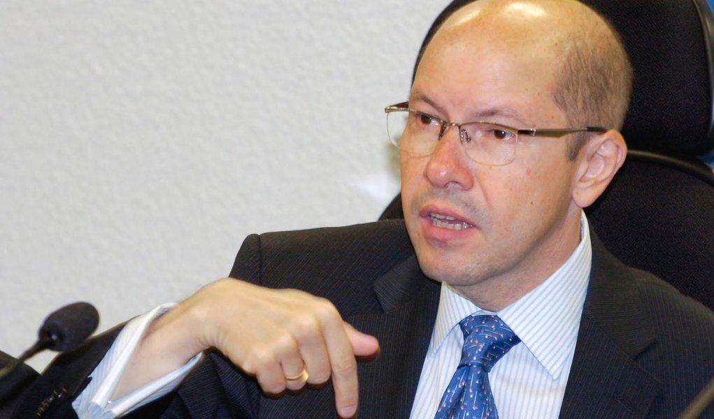 Líder do DEM não vê problema em coligação de PSDB e PSD
