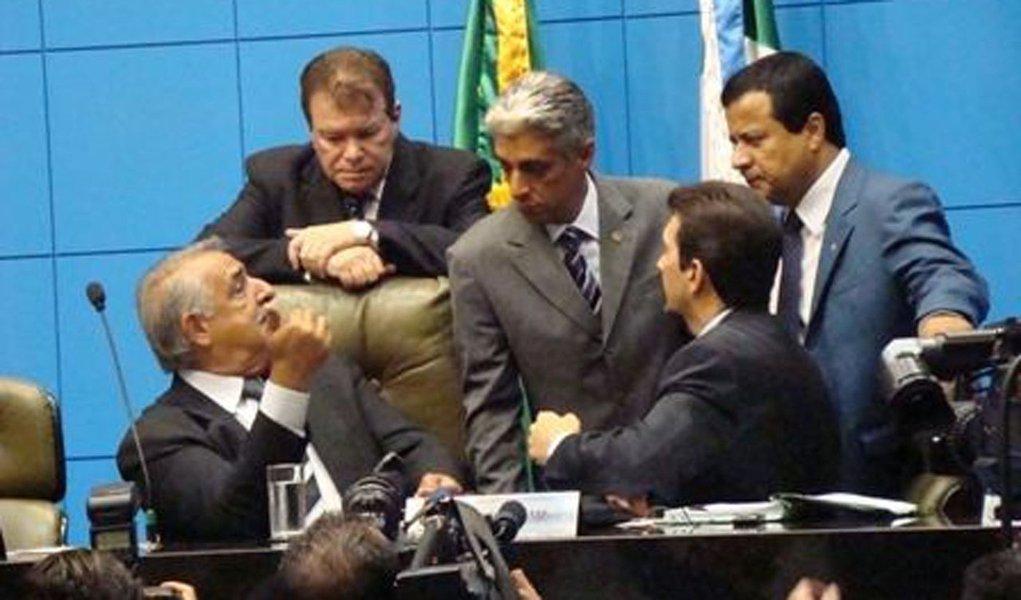Justiça derruba 'auxílio paletó' a políticos de SP