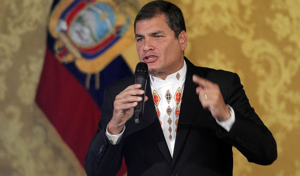 Correa pede perdão e remissão das acusações de jornalistas