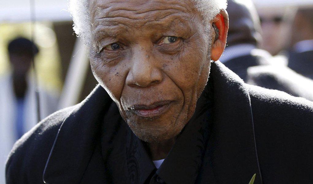 Mandela tem alta e deixa o hospital