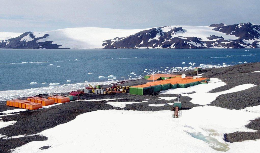 Clima ruim dificulta resgate na Antártida