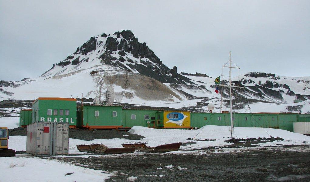 Incêndio mata 2 em estação brasileira na Antártida