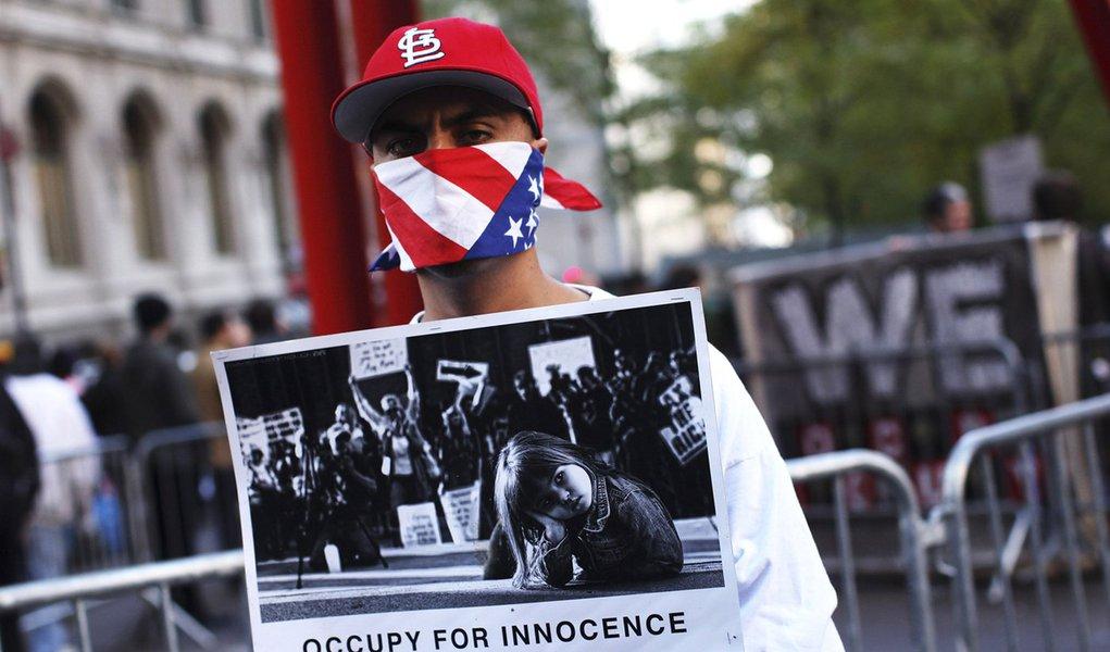 """Polícia inicia desocupação do """"Occupy Wall Street"""" em NY"""