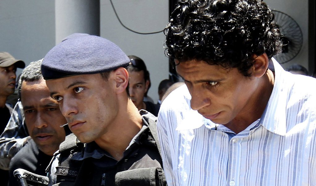 Polícia acha arsenal de Nem enterrado na Rocinha