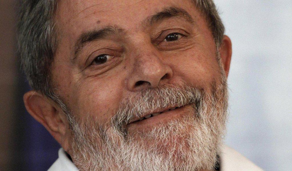 Em tratamento, Lula grava em casa programa do PT