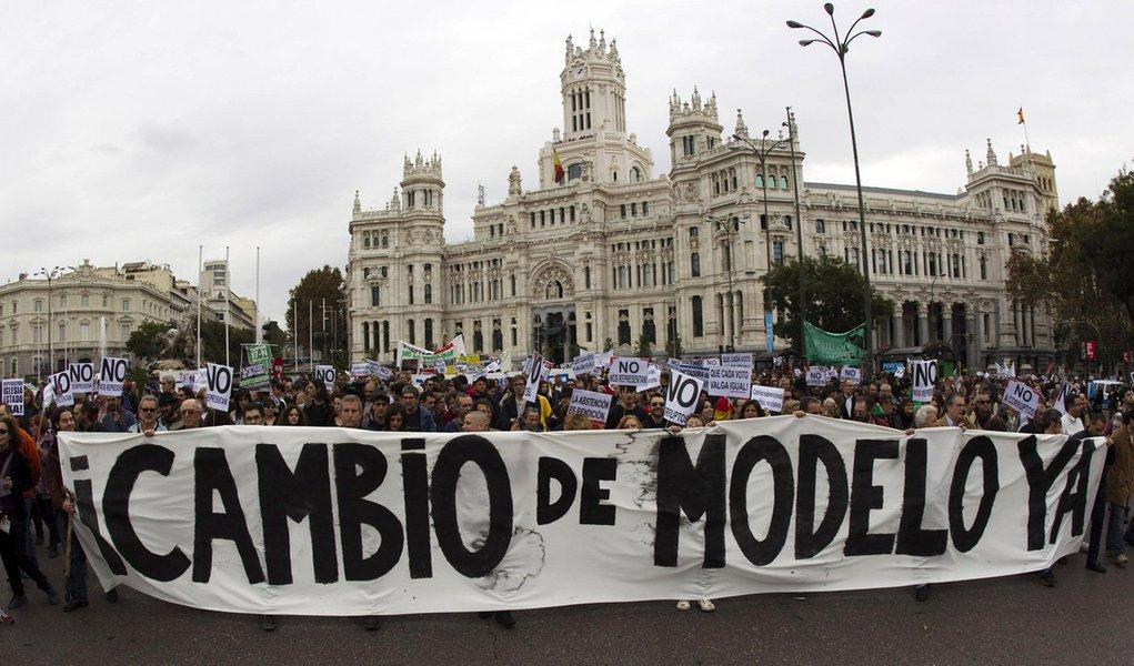 Milhares protestam contra recessão na Espanha