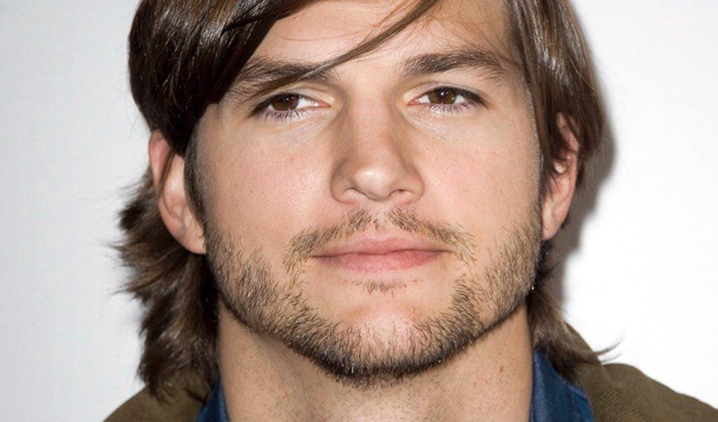 Após polêmicas, Ashton Kutcher sai do Twitter