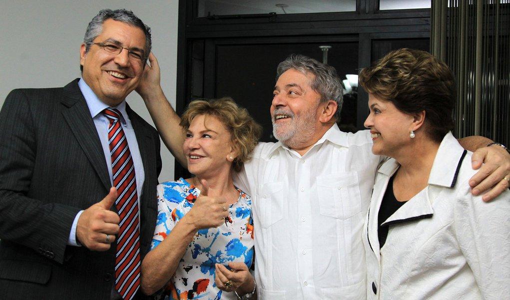 Dilma diz que Lula está muito bem
