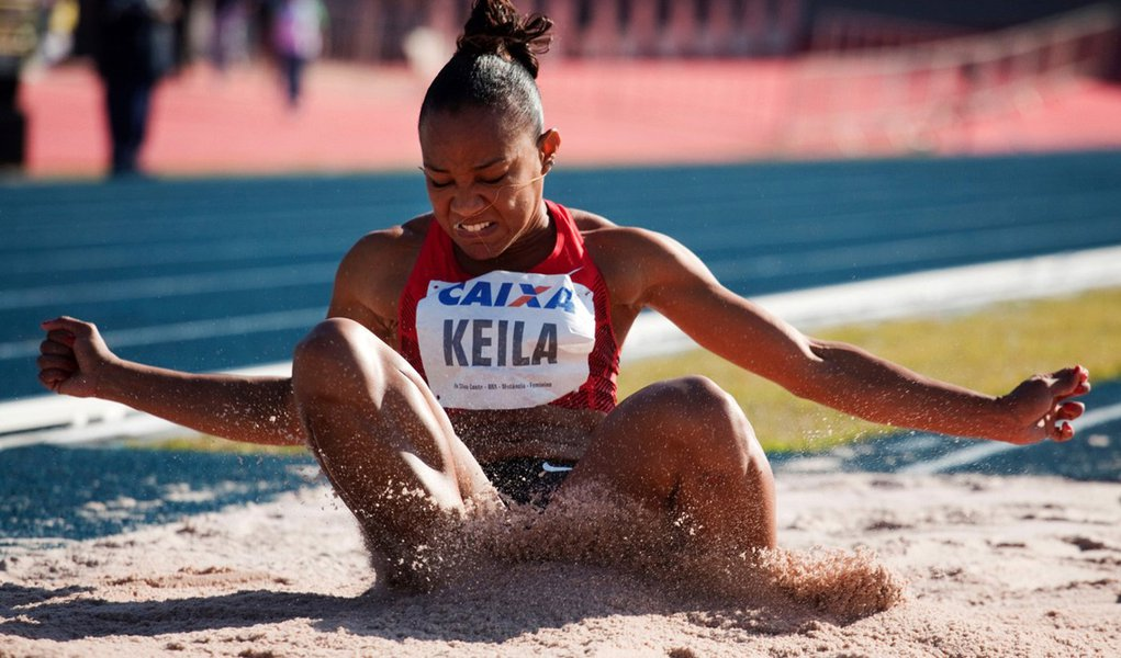 Keila Costa está fora da final do salto triplo