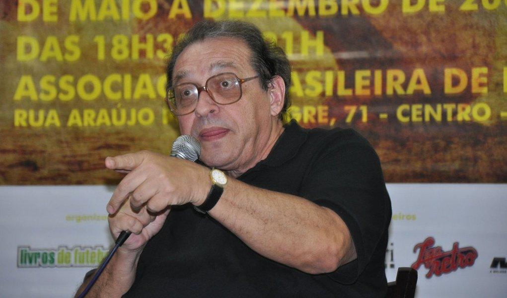 Ruy Castro é internado após crise convulsiva