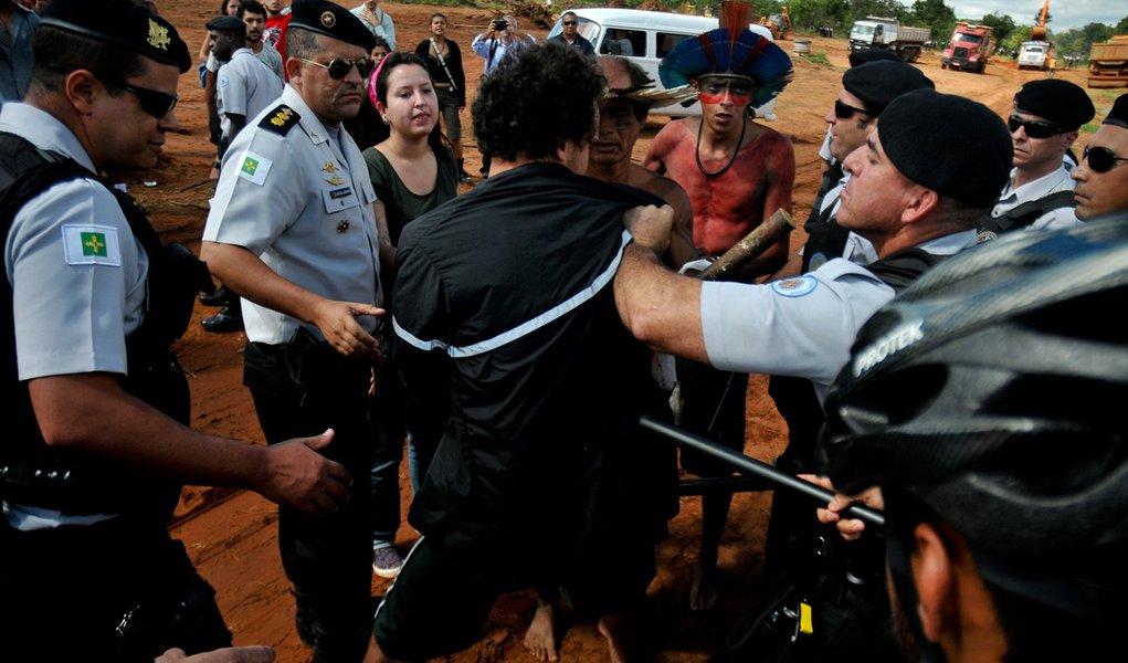 Com resistência de índios, obras recomeçam no setor Noroeste, em Brasília