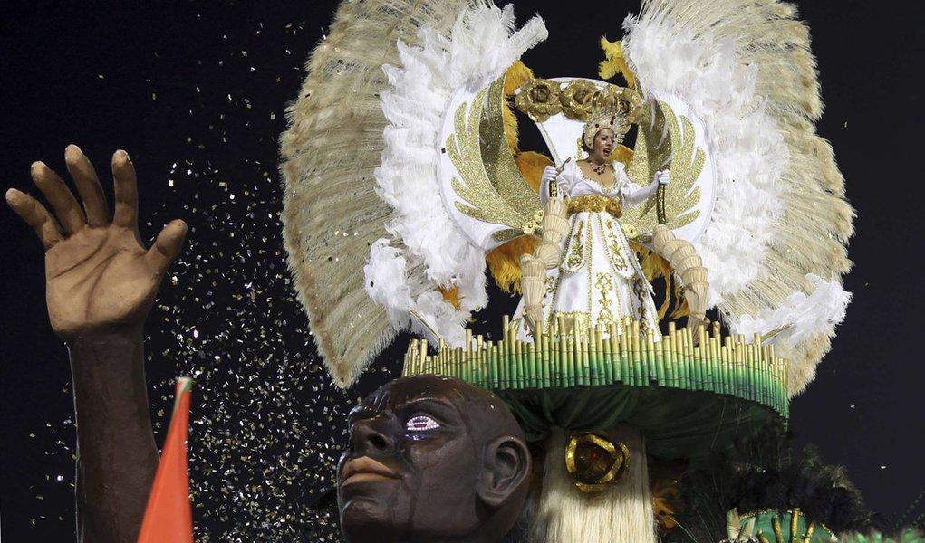 Desfiles agitam carnaval em São Paulo