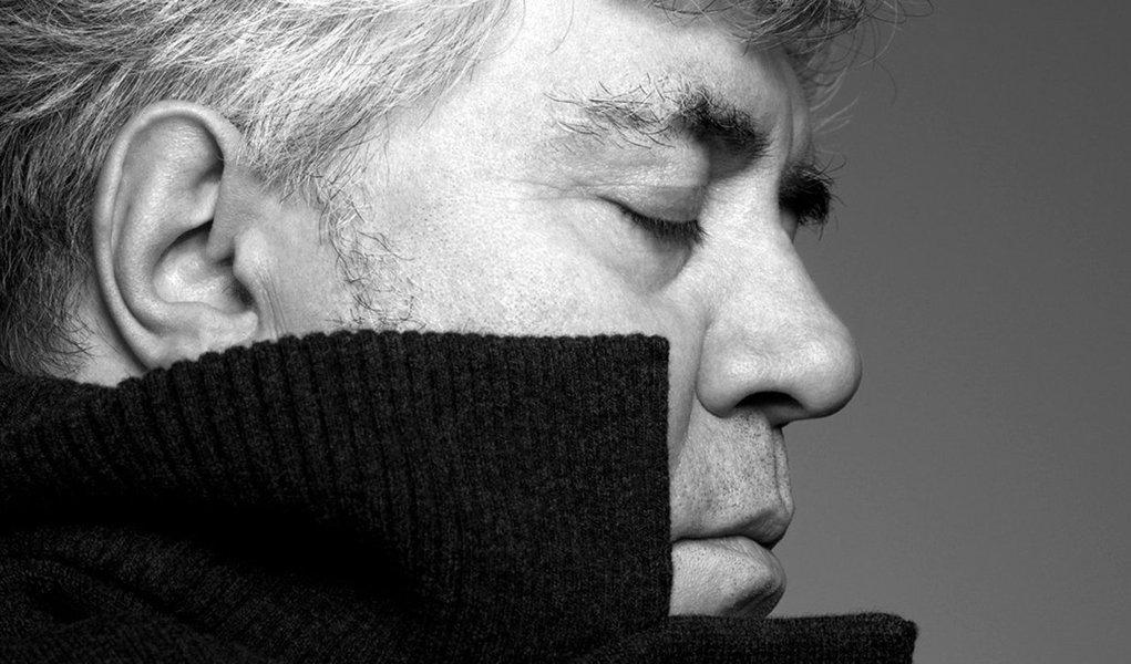 Pedro Almodóvar lança livro sobre sua trajetória cinematográfica
