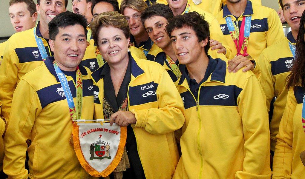 Dilma recebe brasileiros que foram medalhistas no Pan