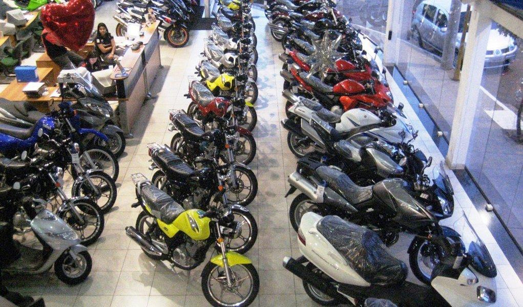 Em nome da indústria, governo eleva IPI de motos e eletrônicos