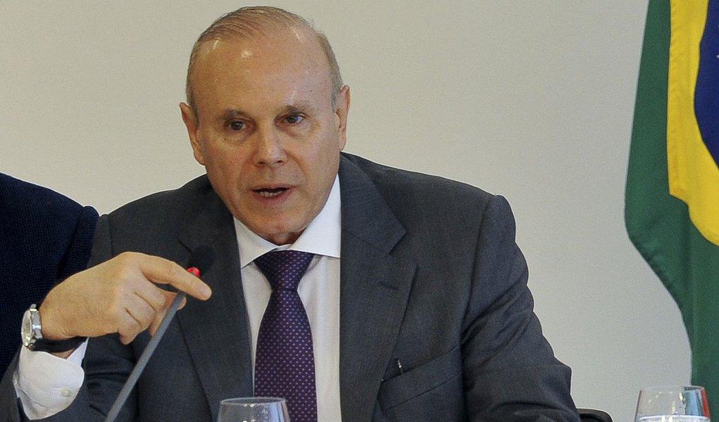 Corte abre espaço para juros menores, diz Mantega
