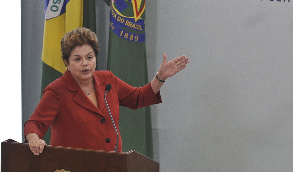 Dilma emite nota para negar risco de crise institucional