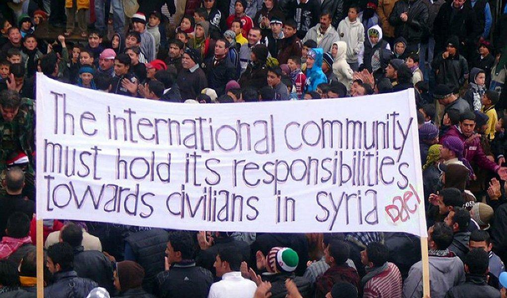 Oposição síria rejeita referendo e pede boicote