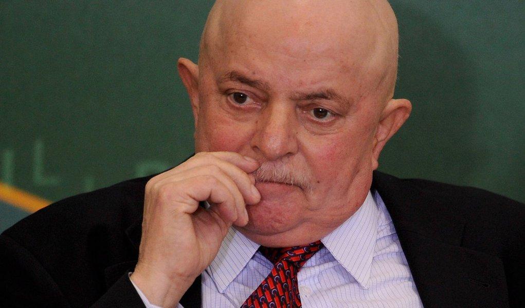 Lula não vai ao sambódromo, diz Padilha